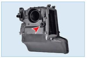 …резиновая втулка штуцера (системы вентиляции картера) корпуса фильтра сходит с патрубка маслоотделителя (для наглядности показано на снятом корпусе фильтра).
