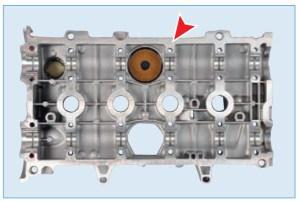 Наносим на привалочную поверхность крышки головки блока цилиндров специальный герметик для фланцевых соединений Loctite 518, пока поверхность не станет красноватого цвета