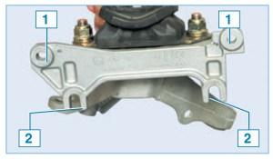Расположение отверстий крепления кронштейна опоры к лонжерону (показано на снятой опоре): 1 — отверстия верхнего крепления; 2 — отверстия нижнего крепления