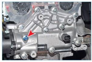 Пробка на корпусе термостата для выпуска воздуха из системы охлаждения