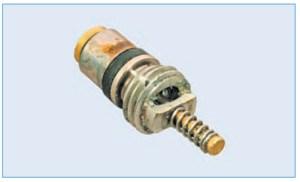 Клапан для заправки и выпуска хладагента