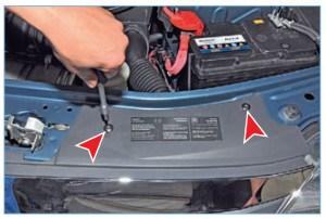 Ключом Тоrx Т-30 отворачиваем два винта крепления переднего бампера к верхней поперечине рамки радиатора