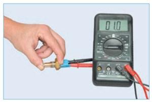 …а при «утопленном» штоке (контакты выключателя замкнуты) – наличие цепи