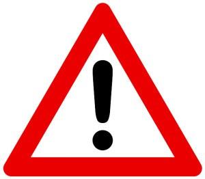 Во время демонтажа левого поворотного кулака не прикладывайте усилие к приводу колеса, направленное вдоль его оси наружу автомобиля, так как при этом может произойти выход роликов трехшиповика внутреннего шарнира привода из пазов полуосевой шестерни коробки передач