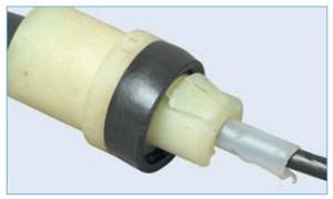 Лепестки заднего наконечника оболочки троса (для наглядности показаны на снятом тросе)