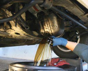 слив масла из автомобиля